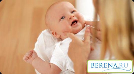 Пеленание, в первую очередь, нужно новорожденным для адаптации к внешней окружающей среде
