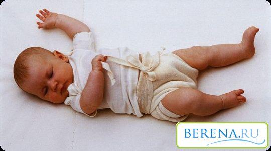 Если ребенок не будит себя во время сна ручками и ножками, значит, от пеленания можно отказаться