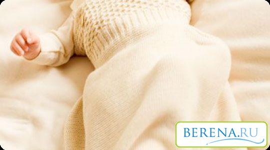 С трех месяцев можно перейти на свободное пеленание, чтобы малыш активно развивался