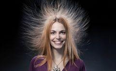 Электризуются волосы: что делать?