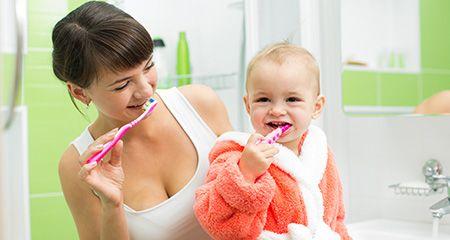С какого возраста и как чистить зубы ребенку
