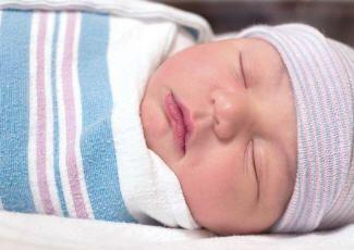 Фотография спеленатого спящего малыша, sugar-home.ru