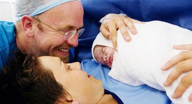 Применять ли кесарево при тазовом предлежании во время родов определяет врач и женщина? фото