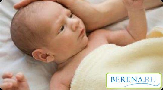 При рождении кости черепа накладываются одна на другую, позволяя крохе беспрепятственно пройти по родовым путям