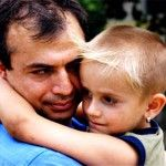 Îmbrățișează-mă, mama mea! Menținerea terapiei când sunt tratați copii îmbrățișează și părinți