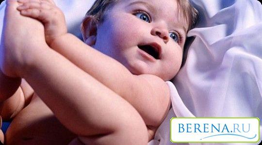 Время от времени нужно устраивать ребенку воздушные ванны, особенно если на дворе летняя погодка