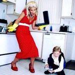 Работа мама: и двете, защото на работните ангажименти да не загуби близостта с детето си
