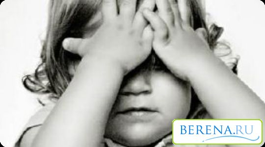 Strah od stranaca se obično pojavljuje kod djece od osam mjeseci i zahtijeva posebnu pažnju i razumijevanje od strane majke