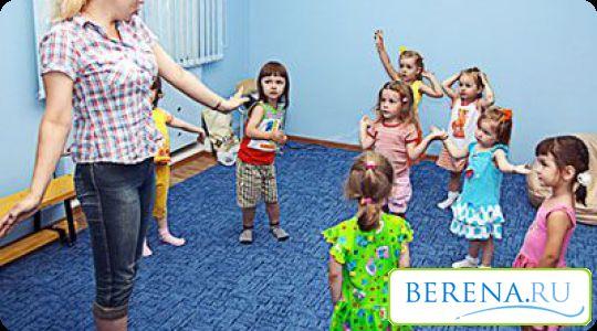 Često posjećuju razne lekcije grupa za djecu, gdje se dijete može samostalno komunicirati sa svojim vršnjacima i sklapa nova prijateljstva