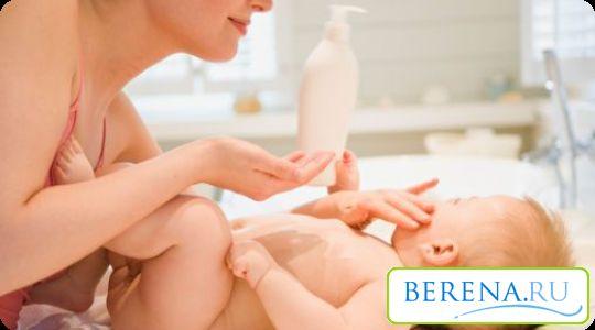 След къпане, трябва да смажете деликатната кожа трохи със специални масла, и се сгъва, за да се справят с маслен крем